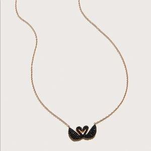 Jewelry - 🆕Kissing black swan Swarovski crystal neck…
